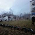 В холмском селе Чехов горит заброшенный дом