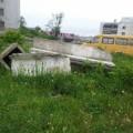 Старую детскую площадку вХолмске недоснесли, ановую недоделали