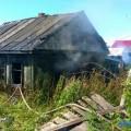 Долинские пожарные тушат частный дом