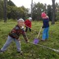 Юные жители Корсакова вышли науборку городского парка