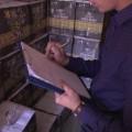 Полицейские изъяли вЮжно-Сахалинске более 32 тысяч бутылок контрафактного алкоголя и10 тонн спирта