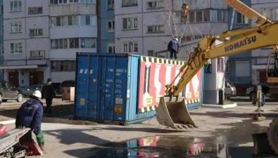 Южно-сахалинские коммунальщики ликвидировали прорыв трубы сгорячей водой, нарушая технику безопасности