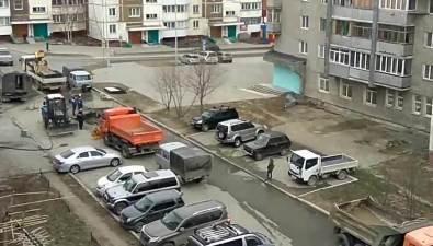 В 14 микрорайоне Южно-Сахалинска коммунальщики приремонте своих труб повредили чужие, оставив несколько домов безводы