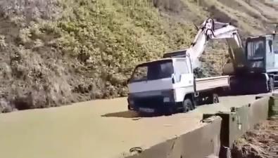 Участок дороги между Невельском иХолмском снова затопило