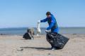 Сахалинцы очистили анивский пляж отмусора