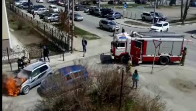 На улице Поповича вЮжно-Сахалинске вспыхнул автомобиль