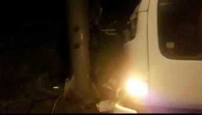 Три человека пострадали встолкновении грузовика Nissan Atlas состолбом вДальнем