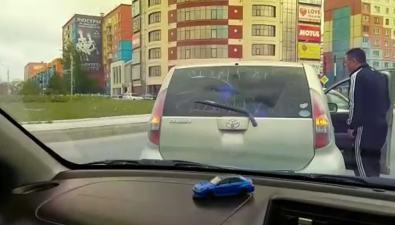 На кольце Пуркаева— Ленина вЮжно-Сахалинске столкнулись двелегковушки