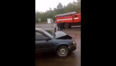 На въезде вДолинск перевернулся молоковоз