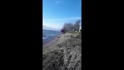 На морском берегу вселе Правда сожгли груду устаревшего теле- ирадиооборудования