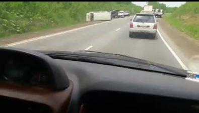 Серьезные повреждения получили триавтомобиля навъезде вДолинск