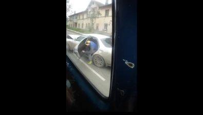 Два автомобиля жестко встретились наулице Адмирала Макарова вХолмске