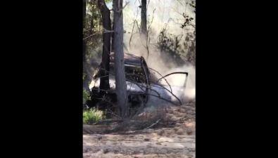 Спящего человека игорящий автомобиль обнаружили наобочине дороги вОхинском районе