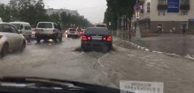 """Затопленные улицы, аварии исветофор-""""гирлянда""""— югСахалина переживает сильный дождь"""