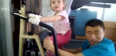 После реабилитации вКитае маленькая сахалинка Лида Узморская чувствует себя лучше