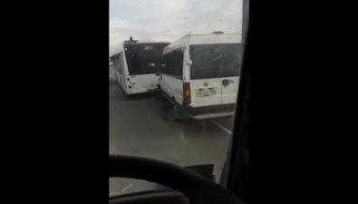 Маршрутка ипассажирский автобус столкнулись возле Новоалександровска