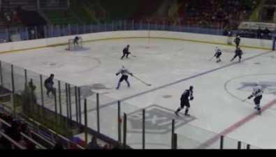 """Хоккеисты """"Сахалина"""" празднуют первую победу всезоне"""