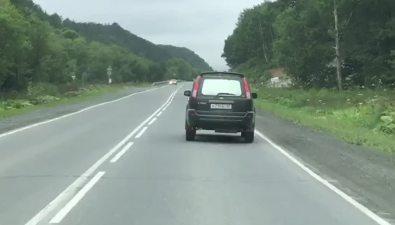 Очевидцы сообщают опьяном водителе, который пытался скрыться отсотрудников ДПСв Южно-Сахалинске