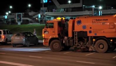 С южно-сахалинских дорог засутки убирают 30 тонн мусора