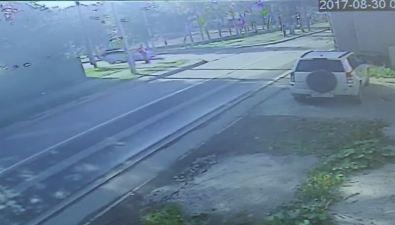 Камера видеонаблюдения запечатлела аварию наулице Вокзальной вЮжно-Сахалинске