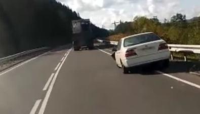 Брошенный безколеса автомобиль Nissan Bluebird обнаружили натрассе Южно-Сахалинск— Холмск