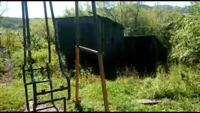 Опасную детскую площадку вСинегорске планируют отремонтировать только в2019 году