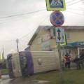 В результате ДТПв Южно-Сахалинске опрокинулся автобус