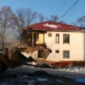 В Южно-Сахалинске сносят расселенный домна проспекте Победы