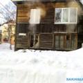 В Южно-Сахалинске огнеборцы приехали навызов, новместо пожара обнаружили порыв трубы