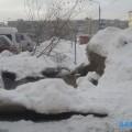 Вода изколодца подтопила дорогу водворе дома №280а поулице Комсомольской вЮжно-Сахалинске