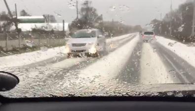 """Сахалинские автомобилисты """"радуются"""" первому снегу"""