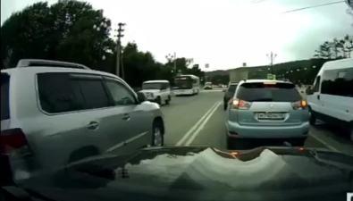 Водителю сахалинского губернатора выписали штраф завыезд навстречку