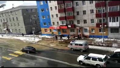 Улицу Ленина топит врайоне главного корпуса СахГУ