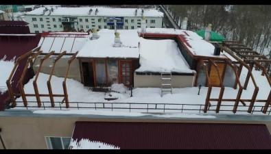 """""""Замечательный"""" сосед жильцов южно-сахалинской семиэтажки построил накрыше сауну"""