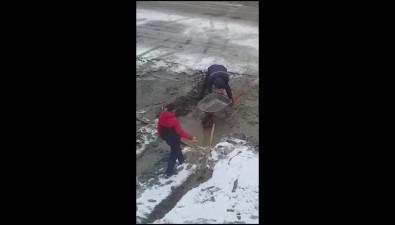 Жители Горнозаводска заинтересовались технологией бетонирования заснеженных дворов