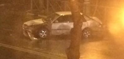 Машина сломала ограждение наулице Ленина исобрала утреннюю пробку вЮжно-Сахалинске