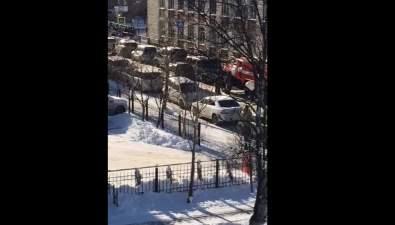 В Южно-Сахалинске эвакуировали несколько школ
