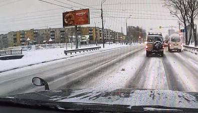 Южносахалинец просит помощи впоиске водителя, виновного ваварии наперекрестке Емельянова— Мира