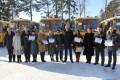 Районам Сахалина иКурил вручили новогодние подарки— ключи отдесяти школьных автобусов