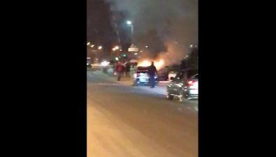 Загоревшийся Nissan Bluebird южносахалинцы пытались закидать снегом