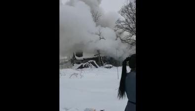 На улице Анивской вЮжно-Сахалинске загорелся жилой дом