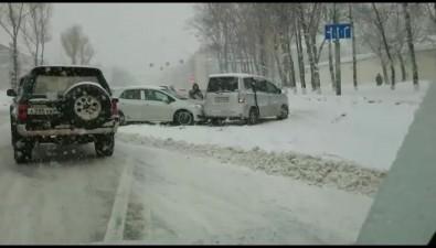 В районе СИЗО вЮжно-Сахалинске столкнулись дваавтомобиля