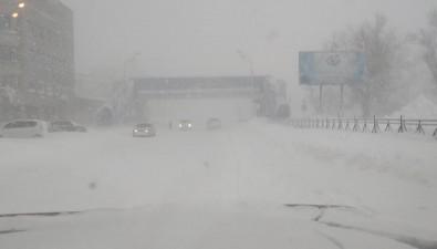 В Южно-Сахалинске мобилизованы всесилы дляборьбы споследствиями циклона