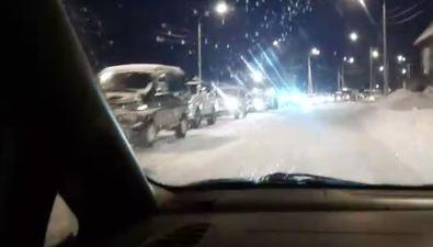 Автомобилисты жалуются наогромную пробку навъезде вЮжно-Сахалинск схолмской трассы