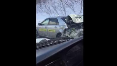 В Анивском районе автомобиль такси разворотило врезультате аварии