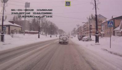 Toyota закружилась наулице Горького вЮжно-Сахалинске иударила Mitsubishi