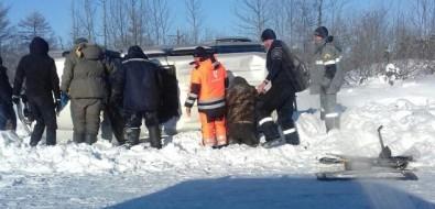 В Охинском районе автомобилисты помогли внедорожнику встать наколеса