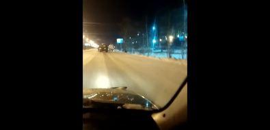 Пассажирский автобус застрял вснегу напроспекте Мира вЮжно-Сахалинске