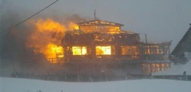 В Охотском сгорела старейшая база отдыха