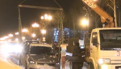 """Сотрудник сахалинской полиции """"изъял"""" эвакуированный наштрафстоянку автомобиль своего коллеги"""